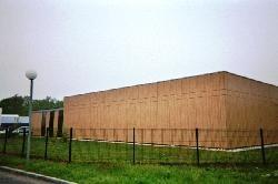 Bardage en panneaux composites massifs à base de résine (type TRESPA)